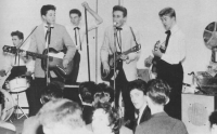 1-Quarrymen-1957-Colin-Hanton-Paul-McCartney-Len-Garry-John-Lennon-Eric-Griffiths.jpg