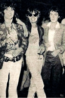 16-Ronnie-Wood-Jagger.jpg